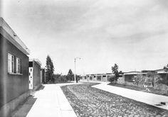 """La casas """"tipo B"""", Unidad de Servicios Sociales y de Habitación N º 1 Santa Fe, México DF 1957  Arqs. Mario Pani y Luis Ramos Cunningham -  """"Type B"""" private houses, Unidad Habitacional Santa Fe, Mexico City 1957"""