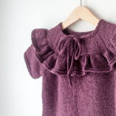 rose-sweater3 Knit Baby Dress, Knitted Baby Clothes, Knitting For Kids, Baby Knitting Patterns, Kids Outfits, Baby Outfits, Rose Sweater, Knitted Poncho, Jacket Pattern