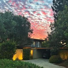 So happy to be done with May Grey and June Gloom.  Hello SoCal Summer Sunset!  #sunset #rightnow #woodlandhills #WoHi #calilife #summertimes