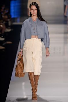 Colcci spring/summer 2016 - Sao Paulo Fashion Week.   ~ I can NOT believe what I'm about 2 write, but as culottes go (which I personally, pretty much ALWAYS DESPISE(!!!) -I know, I know... OVERLY DRAMATIC with my choice in words - LOL)-THIS DESIGN- I  can ALMOST stomach, & - coming FROM ME - THAT'S saying A WHOLE LOT!