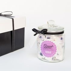 The Cloud Nine Marshmallow Gift Jar - Filled to the brim with your choice of mouth watering flavours, from salted caramel to double raspberry, this stylish gift will say it all this Christmas | Yumbles.com #Marshmallows #GiftIdeas