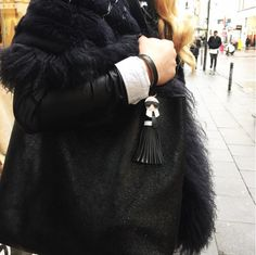 Esrafet wearing REPLAY Bag. Check out similar Bags here: https://www.zalando.de/damen-accessoires/replay/ #replay #replaygermany #bag #leather #esrafet