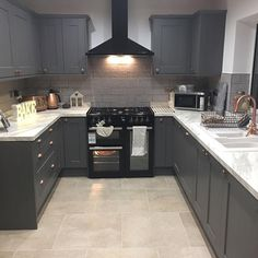White marble effect worktops look great in our Fairford Graphite kitchen. White marble effect worktops look great in our Fairford Graphite kitchen. This was designed by Howdens in Anglesey, design your dream kitchen with How. Grey Shaker Kitchen, Dark Grey Kitchen Cabinets, Modern Grey Kitchen, Farmhouse Kitchen Cabinets, Kitchen Counters, Marble Effect Kitchen Worktops, White Kitchen Worktop, Hickory Kitchen, Pantry Cabinets