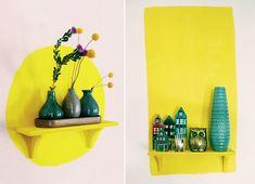 déco : mur peint, peinture décorative, jaune, étagères