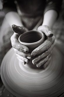 hands  © Nikolay Dinov