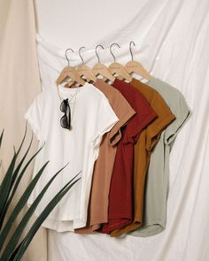 Flat Lay Photography, Clothing Photography, Outfits For Teens, Cool Outfits, Fashion Outfits, Flat Lay Fashion, Flatlay Styling, Fashion Photography Inspiration, Minimalist Fashion
