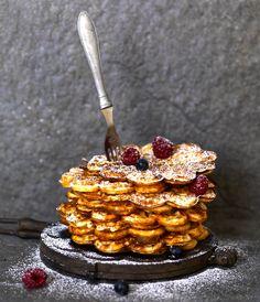 Här kommer en liten vårpresent, ett recept på glutenfria våfflor ur vår bok BAKA GLUTENFRITT – matbröd, kakor, tårtor och desserter (foto: Eva Hildén Smith). Denna variant är mycket barnvänli… Sugar Free Baking, Sugar Free Recipes, Raw Food Recipes, Gluten Free Recipes, Dessert Recipes, Vegan Gluten Free Desserts, Gluten Free Bakery, No Bake Desserts, Grandma Cookies