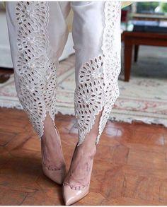 SUCH a pretty tulip pants! Indian Suits, Indian Attire, Indian Dresses, Indian Wear, Eid Dresses, Tulip Pants, Salwar Designs, Desi Clothes, Pakistani Outfits