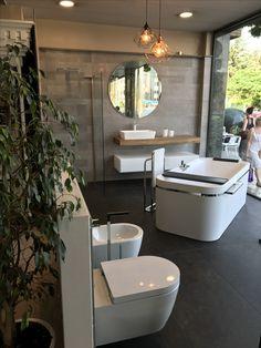 Ambiente de baño moderno  #mapini #novellini #hansgrohe #reforma #baño #bañera #mampara #mueblebaño #empotrados #bath #reformabaño #elegancia