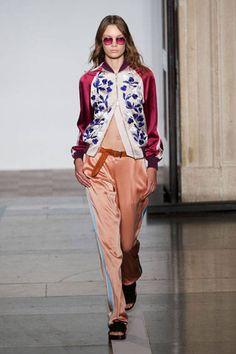 London Fashion Week Spring 2014 Runway Looks - Best London 2014 Runway Fashion - Harper's BAZAAR  Johnathan Saunders