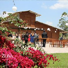 Rodeado de naturaleza, con espacios generosos y llenos de armonía, así es #ZonaELlanogrande Llámanos al 3106159806/ 3106158616 y reserva desde ya. #CasaBali #boda #BodasAlAireLibre #BodasCampestres #Eventos #weddingplannner #weddingplanning #weddingtips #boda #wedding #timetoparty #celebration #weddingreception #weddingparty #destinationwedding #bodascolombia #bodasmedellin #tuboda #yourstyle