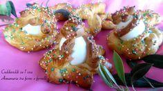 Simbolo della primavera e della rinascita, i Cuddureddi cu l'ova sono un dolce tipico della tradizione pasquale siciliana.