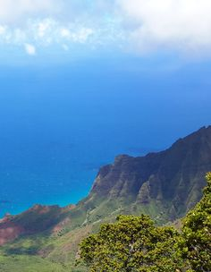 Kalalau Lookout in Kauai Hawaii – On a sunny day, it is difficult to distinguish the sea from the sky.  The lush cliffs rising up from the Nā Pali Coast are more than 2,000 feet (610 m) high and the views are break-taking on a Lemurian scale!