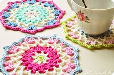 crochet mandalas Pretty Crochet Inspiration and Patterns - free pattern on blog