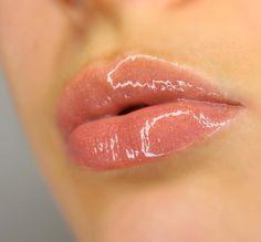 @fentybeauty Gloss Bomb Universal Lip Luminizer has been my go-to for a while now 💋 Got mine at @sephora   _______________________________________ #glossbomb #fentybeauty #sephora #makeup #lips #rihanna #mua #makeupartist #beauty #макияж #губы #блеск #lipgloss #photography #closeup #closeupphotography