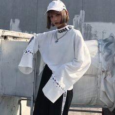 原宿系 ファッション レディース 長袖 ロゴ スウェット トレーナー カラフル ダンス 衣装 派手 カワ な 服 個性的 かわいい 青文字系 トップス
