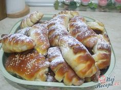 Fast sweet rolls filled with vanilla pudding NejRecept. Biscuit Cookies, Desert Recipes, Pretzel Bites, Croissant, Hot Dog Buns, Biscuits, French Toast, Deserts, Food And Drink