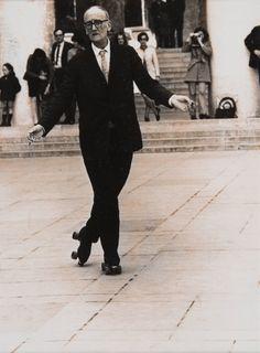Lot : ROBERT DOISNEAU (1912-1994)Le patineur, circa 1965Tirage argentique[...] | Dans la vente Clin d'oeil Sur le XX° Siècle - Design - Photographies - Art Urbain - Art - Automobilia à Leclere - Maison de Ventes