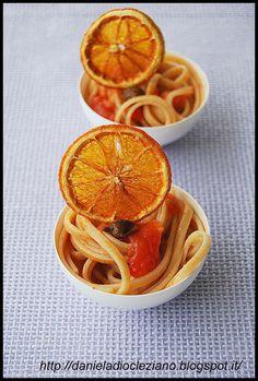 spaghettini integrali con pomodori, capperi e arancia