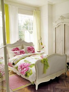 Awesome 40+ Romantic Shabby Chic Bedroom Decor and Furniture Ideas https://modernhousemagz.com/40-romantic-shabby-chic-bedroom-decor-and-furniture-ideas/ #shabbychicbedroomsromantic