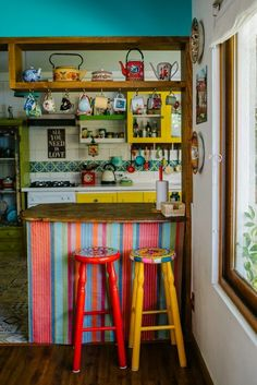 Extra storage above connecting counter, each implement with a different coloured… - Bohemian Home Kitchen Home Decor Kitchen, Home Kitchens, Küchen Design, House Design, Design Ideas, Bohemian Kitchen, Style Deco, House Colors, My Dream Home