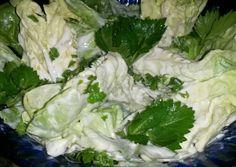 Anka tejfölös fokhagymás fejes salátája recept foto Veggie Recipes, Salad Recipes, Veggie Meals, Lettuce, Broccoli, Cabbage, Food Porn, Beans, Food And Drink