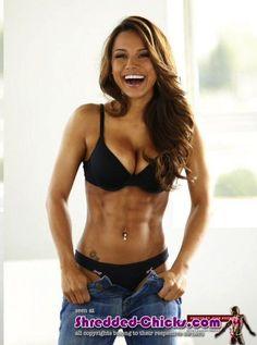 Sexy #Fitnessmodel mit tollen #Muskeln und krassem #Waschbrettbauch präsentiert ihren #Fitbody :) Nutrex Lipo-6 Black Hers ist der ultimate #Fatburner speziell für die Frau! Enthält u.a. YHCL gegen fiese Problemzonen! Hier bestellen: http://shredded-n.fit/lipo6-black-hers-us