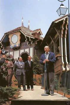 "A rememberance of Walt Disney ~ Opening Ceremony Of The Disneyland Skyway. June "" That's gotta be Nephew Roy, however. Disney Parks, Walt Disney World, Mundo Walt Disney, Disney Pixar, Disney Couples, Disney Theme, Retro Disney, Disney Icons, Old Disney"