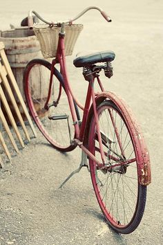 I think I have a thing for old bicycles with baskets. #bike