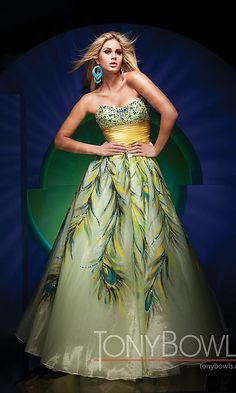Peacock dress! lol.... is everyone doing a peacock inspired wedding? yuck!@!!!