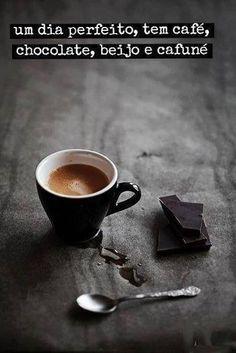 Não me importo com o beijo e cafuné, desde que tenha chocolate e café tá ótimo. []