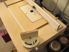 Router Table - by Tinnocker @ LumberJocks.com ~ woodworking community