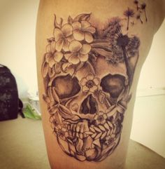 In love with this skull tattoo, so unique and pretty