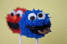 Elmo and Cookie Monster Cake Pops - so cute for a Sesame Street theme party!