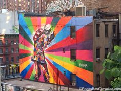 Eisenstaedt's iconic V-J Day at Times Square, reimagined at Phase 3 of The Highline. #StreetArt #nyc #highline #highlinepark #love #beautiful #travel #wanderlust #iheartny #localedition #therealnyc
