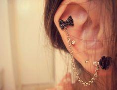 Ear chain piercing love it Cute Ear Piercings, Body Piercings, Piercing Tattoo, Girl Piercings, Helix Piercings, Piercing Types, Cartilage Earrings, Chain Earrings, Cute Earrings