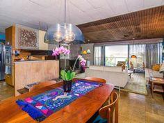 1950s Al Martin-designed midcentury modern property in Los Angeles, California, USA #1950s #midcentury #livingroom #kitchen