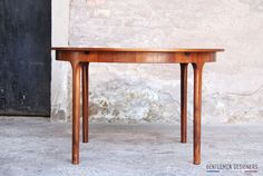 GENTLEMEN DESIGNERS, Mobilier vintage, made in France TABLE RONDE À RALLONGE EN TECK/PALISSANDRE, ESPRIT SCANDINAVE, MCINTOSH