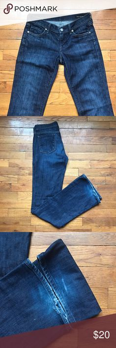 Citizen Of Humanity Bootcut Jeans. Size 25. Great classic quality pair of jeans. Some wear on the bottom but all pockets and knees in great shape. 98% cotton, 2% elastic. Inseam is 33 inches. Citizens of Humanity Jeans Boot Cut