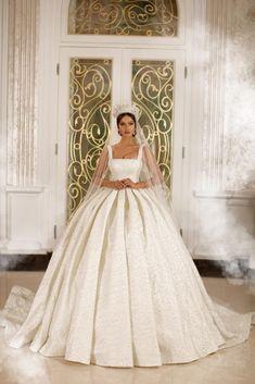 Bella Wedding Dress, Plain Wedding Dress, Wedding Dress Bustle, Princess Wedding Dresses, Dream Wedding Dresses, Bridal Dresses, Extravagant Wedding Dresses, Beautiful Wedding Gowns, Ball Gown Wedding