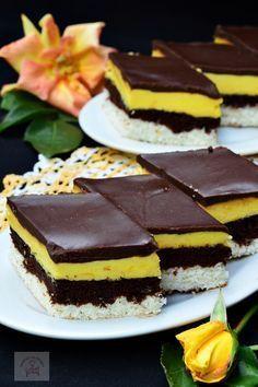 "Prajitura ""O noapte la Venetia"" - CAIETUL CU RETETE Romanian Desserts, Romanian Food, Sweets Recipes, Cookie Recipes, Confort Food, Homemade Sweets, Good Food, Yummy Food, Yogurt Cake"