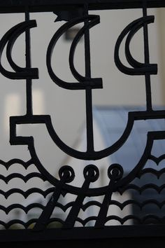 Fluctuat nec mergitur it is tossed by the waves but does for Fluctuat nec mergitur tattoo