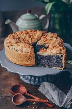 Poppy Seed Cheese Cake Vegan poppy seed cheese cake with crumbles. Easy and so delicious. The perfect Sunday treat. Cake Vegan, Vegan Cheesecake, Cheesecake Recipes, Vegan Desserts, Dessert Recipes, Apple Recipes, Sweet Recipes, Vegan Recipes, Dutch Recipes