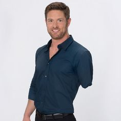 Sergeant Noah Galloway (Lost left arm and leg in last war) He is doing wonderful!  Stand up America!  Dancing with the Stars Contestants, Pro Dancers, & host Season 20 - ABC.com