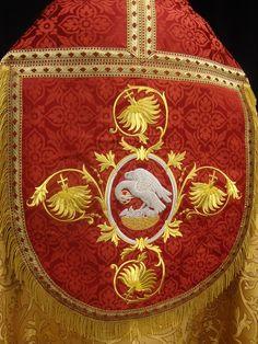 Pontifical set. Magnificent cope! Altarworthy. http://www.altarworthy.com/