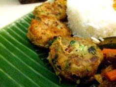 Begedil (Malaysian Deep Fried Potato Patty)