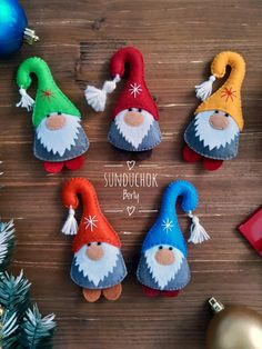 Felt Christmas Decorations, Christmas Ornaments To Make, Christmas Sewing, Felt Ornaments, Christmas Projects, Handmade Christmas, Holiday Crafts, Christmas Crafts, Felt Crafts Diy
