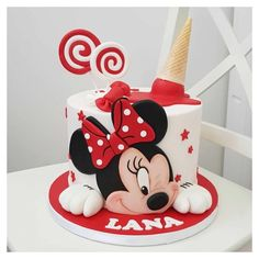 Mickey Mouse Clubhouse Cake, Mickey And Minnie Cake, Bolo Mickey, Minnie Mouse Birthday Cakes, Mickey Cakes, Minnie Mouse Cake Design, Fondant Cake Tutorial, Fondant Cake Toppers, Half Birthday Cakes