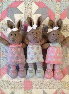 Trendy knitting dress baby little cotton rabbits cotton rabbits free knitting Trendy knitting dress baby little cotton rabbits Knitted Stuffed Animals, Knitted Bunnies, Knitted Animals, Knitted Dolls, Crochet Toys, Knitted Cat, Bunny Rabbits, Easy Knit Baby Blanket, Knitted Baby Blankets