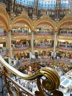 Gallerie Lafayette Shopping in Paris. LOVE